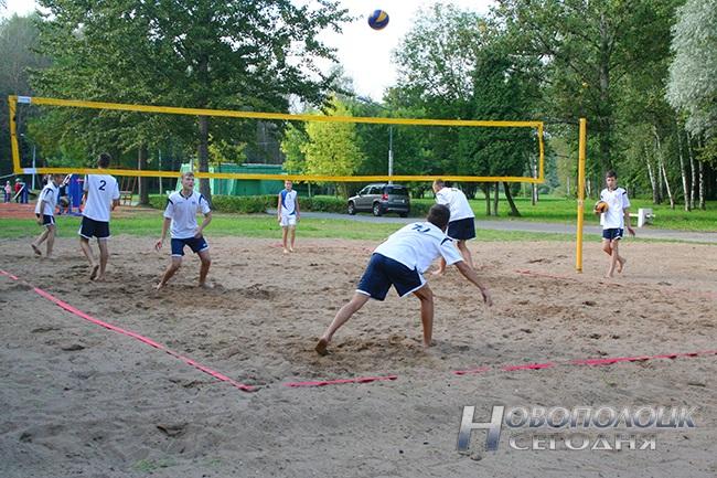 В парке культуры и отдыха г.Новополоцка открылась площадка для пляжного волейбола