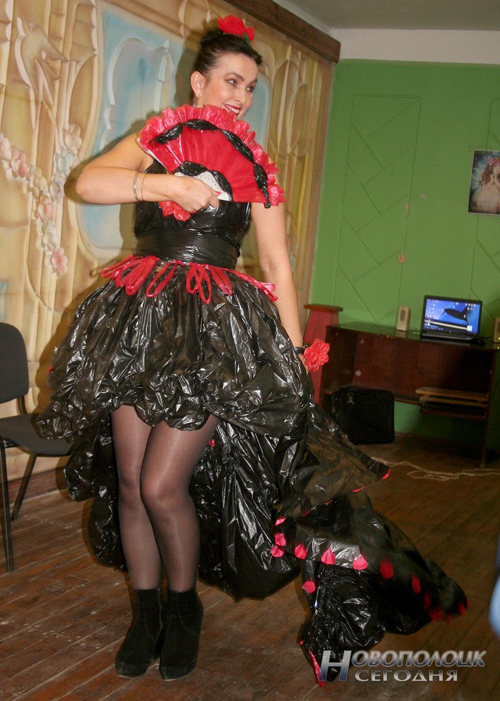 Платье своими руками из пластиковых пакетов 11