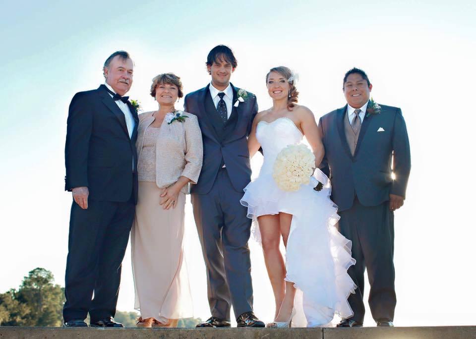 Свадебное фото с родителями и братом мужа