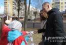 Юные новополочане на улицах города раздавали символические ромашки: акция в целях профилактики туберкулеза