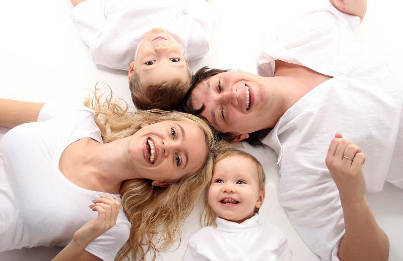 Razvlechenie-dlja-detej-mladshej-gruppy-i-roditelej-«Prodelki-babushki-Zljuki»