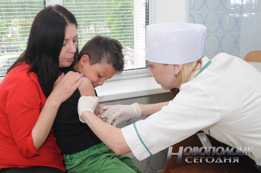 Медсестра прививочного кабинета Екатерина Фридрих здорово справляется со своей работой