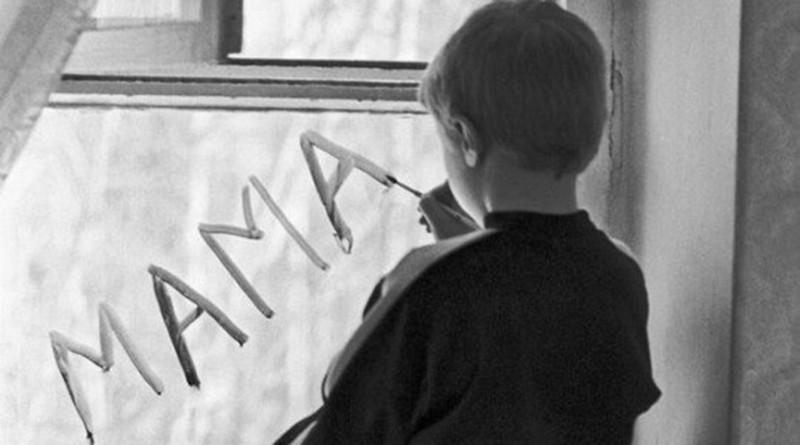 ребенок пишет мама