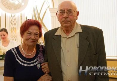 В новополоцком ЗАГСе провели торжественную регистрацию бриллиантовой свадьбы семьи Сильновых (+видео)