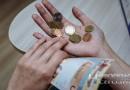 «Когда смотрю на ценники, все равно мысленно перевожу их на «старые» деньги» — новополочане о деноминации. Год спустя