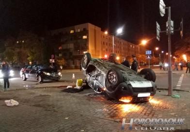 ДТП в Новополоцке: у здания инспекции МНС в результате столкновения опрокинулся автомобиль