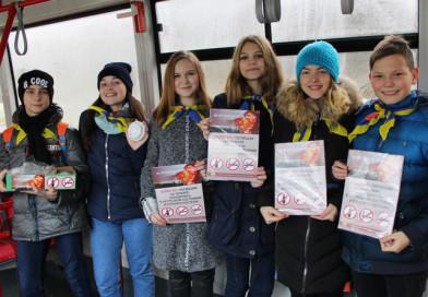 Сигарету – на конфету, а пачку сигарет – на пожарный извещатель предложили обменять юные спасатели пассажирам городского транспорта в Новополоцке