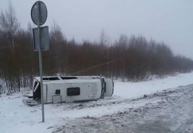 Водитель маршрутки №10 «Новополоцк-Полоцк» не справился с управлением, машина съехала в кювет и опрокинулась (подробности)