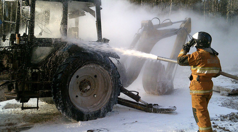 v novopolocke gorel traktor