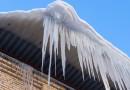 Из-за перепада температур на крышах зданий образуются наледи и сосульки. Соблюдайте меры предосторожности