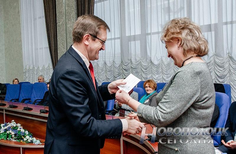 vruchenie mandatov deputatam Novopolockogo gorsoveta deputatov 28 sozyva (3)
