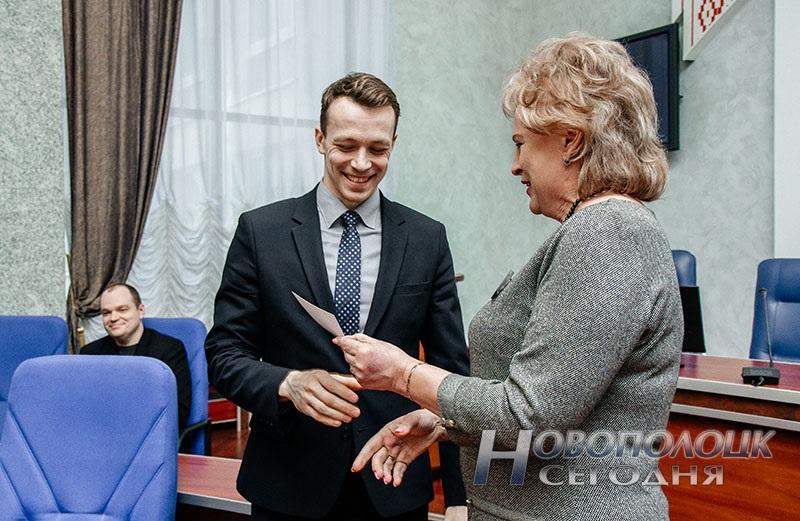 vruchenie mandatov deputatam Novopolockogo gorsoveta deputatov 28 sozyva (6)