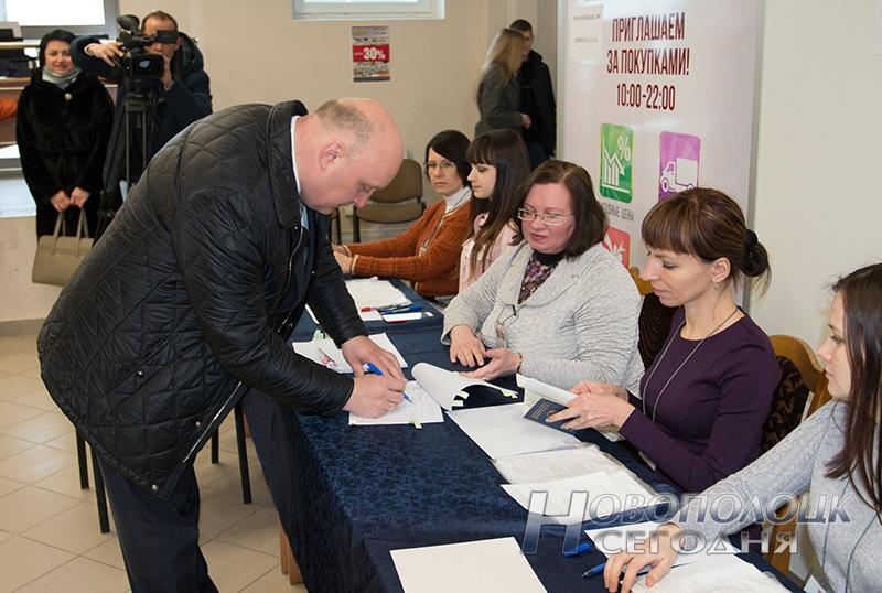 vybory v mestnye Sovety deputatov golosovanie Novopolock (1)