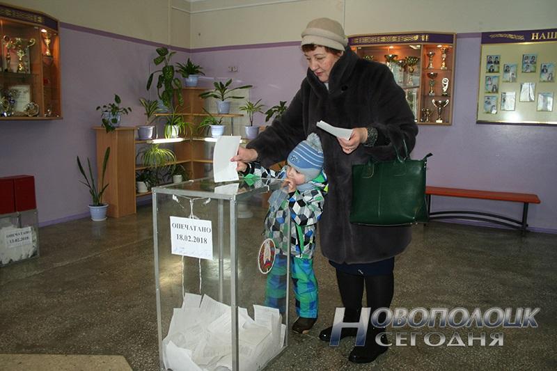 vybory v mestnye Sovety deputatov golosovanie Novopolock (10)