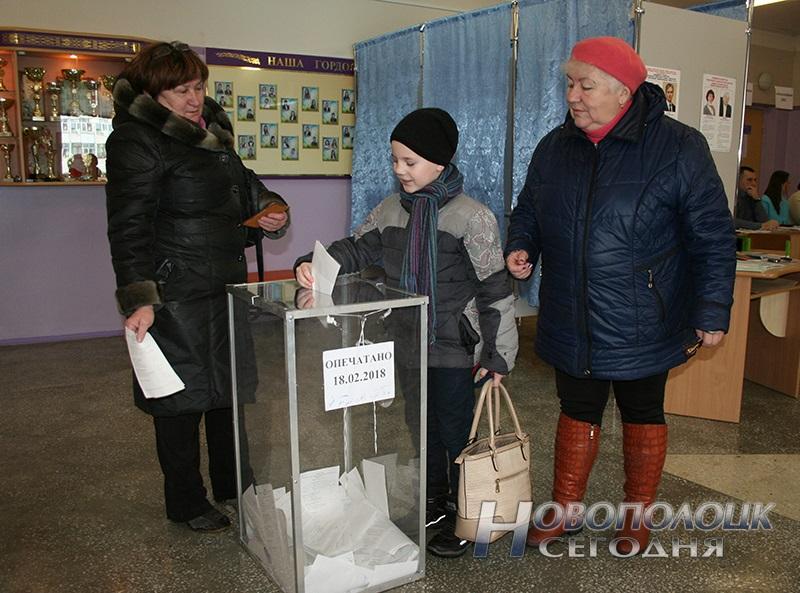 vybory v mestnye Sovety deputatov golosovanie Novopolock (11)