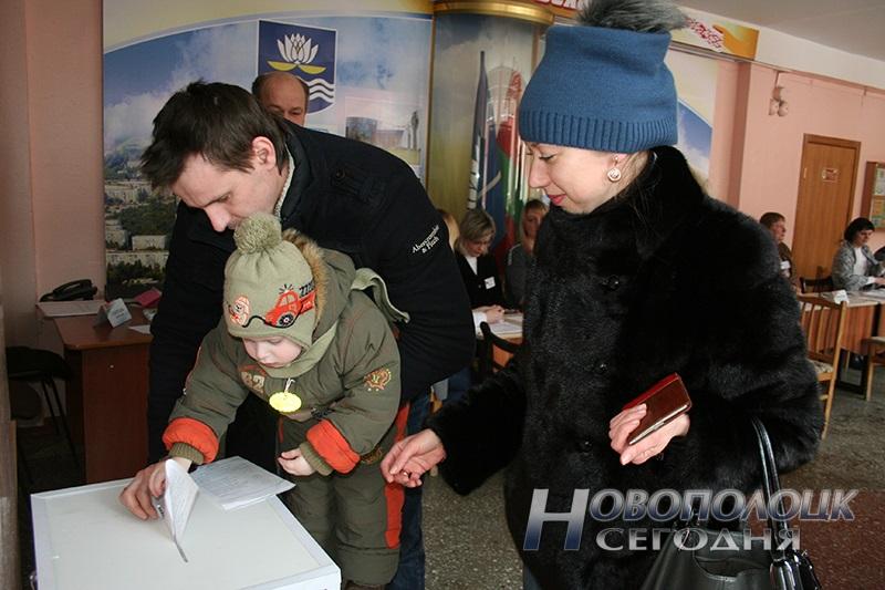 vybory v mestnye Sovety deputatov golosovanie Novopolock (13)
