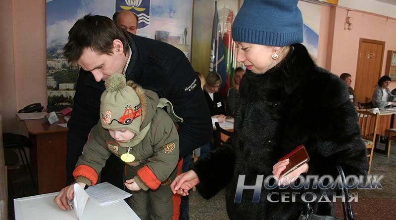vybory v mestnye Sovety deputatov golosovanie Novopolock (13)_