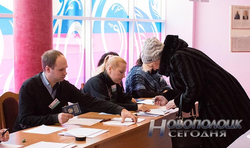 vybory v mestnye Sovety deputatov golosovanie Novopolock (5)