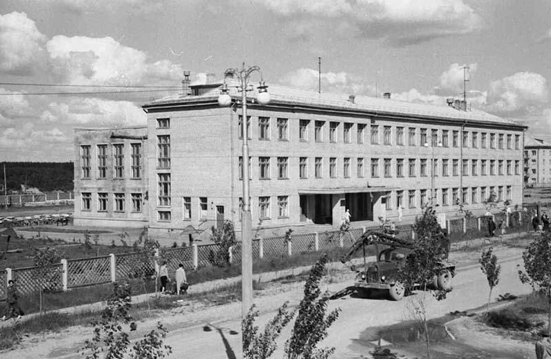 КП 2203-50 Окончены строительные работы первой школы городка
