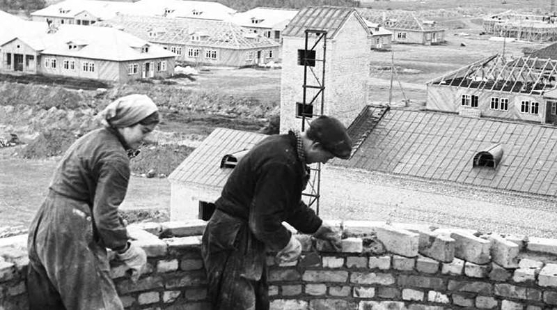 KP 2203-26 stroitel'stvo vodonapornoj bashni v Pionerskom gorodke maj 1959g (2)