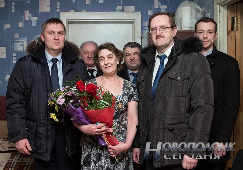 rukovodstvo Novopolocka pozdravljaet mamu Sahonenko (3)