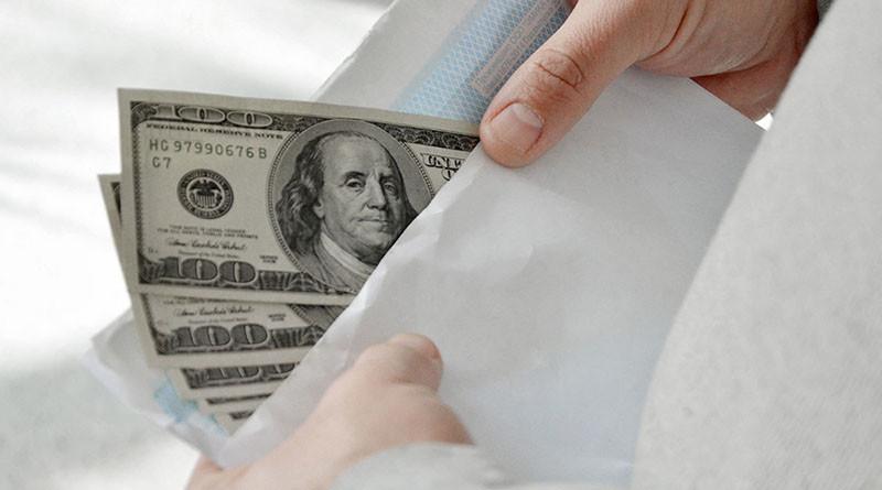 взятка-долларывруках-деньгивруках
