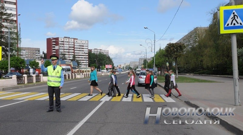 безопасность детей на каникулах: пешеходный переход: дети на каникулах; Миненок