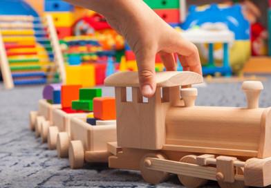 Небезопасные игрушки, светильники и погремушки. Инспекция Госстандарта выявила нарушения в торговых объектах Новополоцка