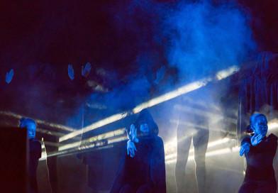 Музыкальный плейлист как «отдушина». В Новополоцке состоялась премьера спектакля-перформанса «МР3»