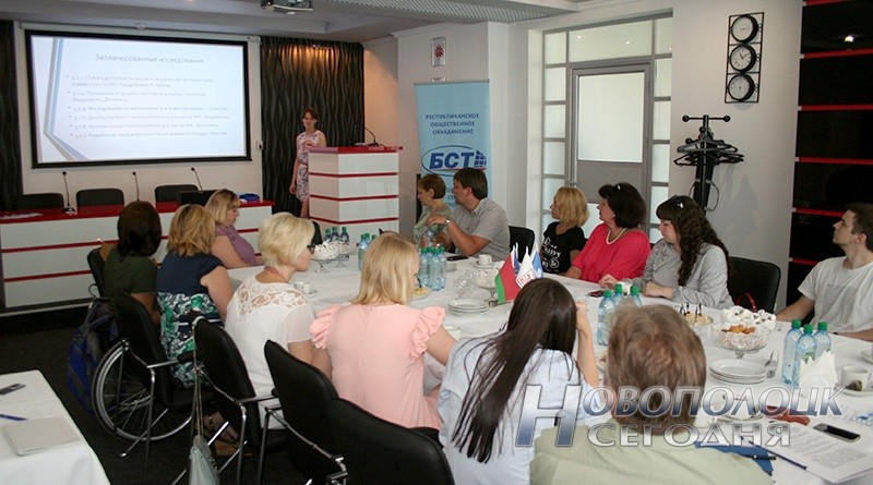 Представитель БСТ Татьяна Мостыка рассказывает о предстоящих исследованиях в рамках проекта
