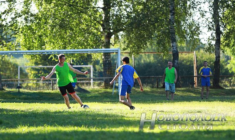 futbol'nyj match mezhdu novopolockim BRSM i PGU turkmeny (2)