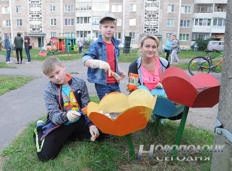 Светлана Казакевич с сыновьями Виталием и Данилой