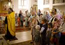 На первое оргсобрание в воскресную школу пришло около 60 юных новополочан в сопровождении родителей