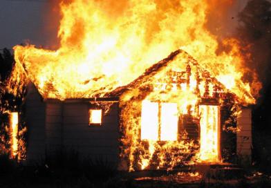 В Новополоцке сгорел дом