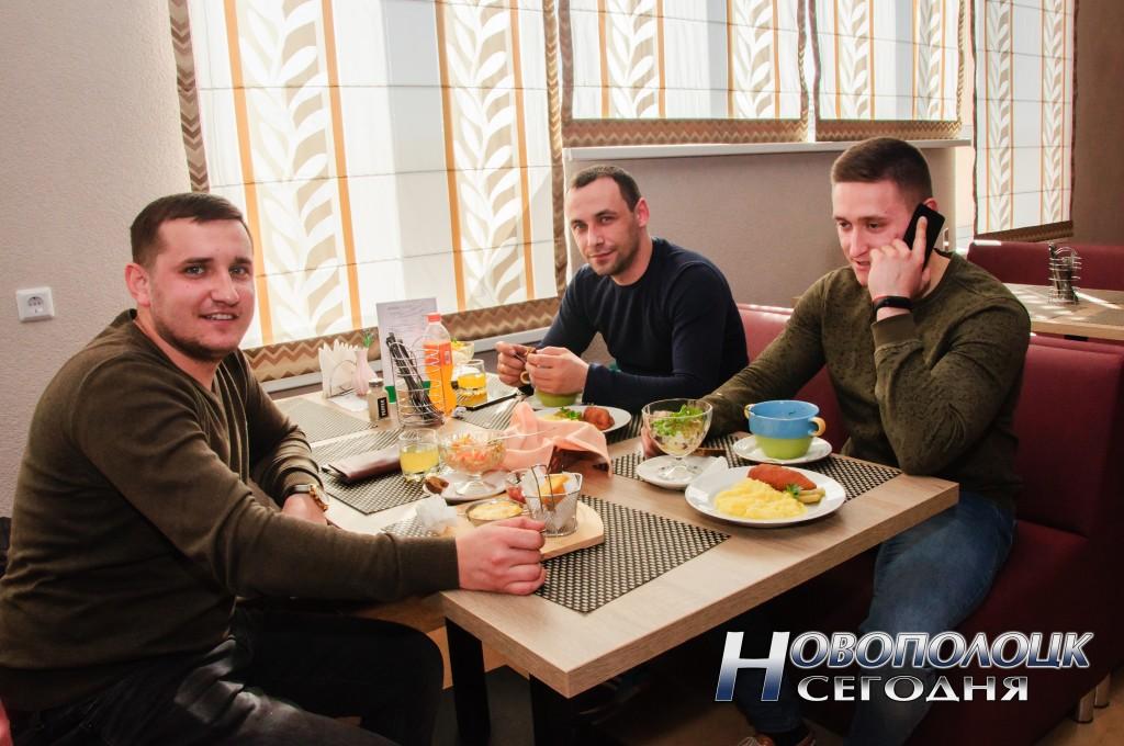 """Роман Липницкий, Алексей Киян и Александр Середюк не первый раз зашли на обед в """"Олимп"""""""