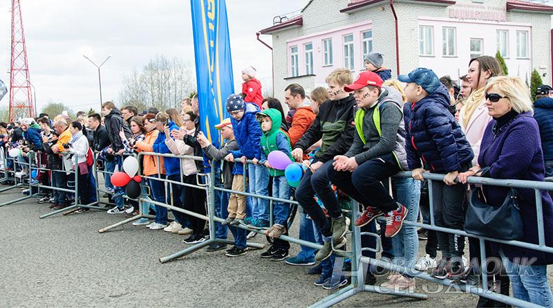 У_Зрители в ожидании байкерских конкурсов