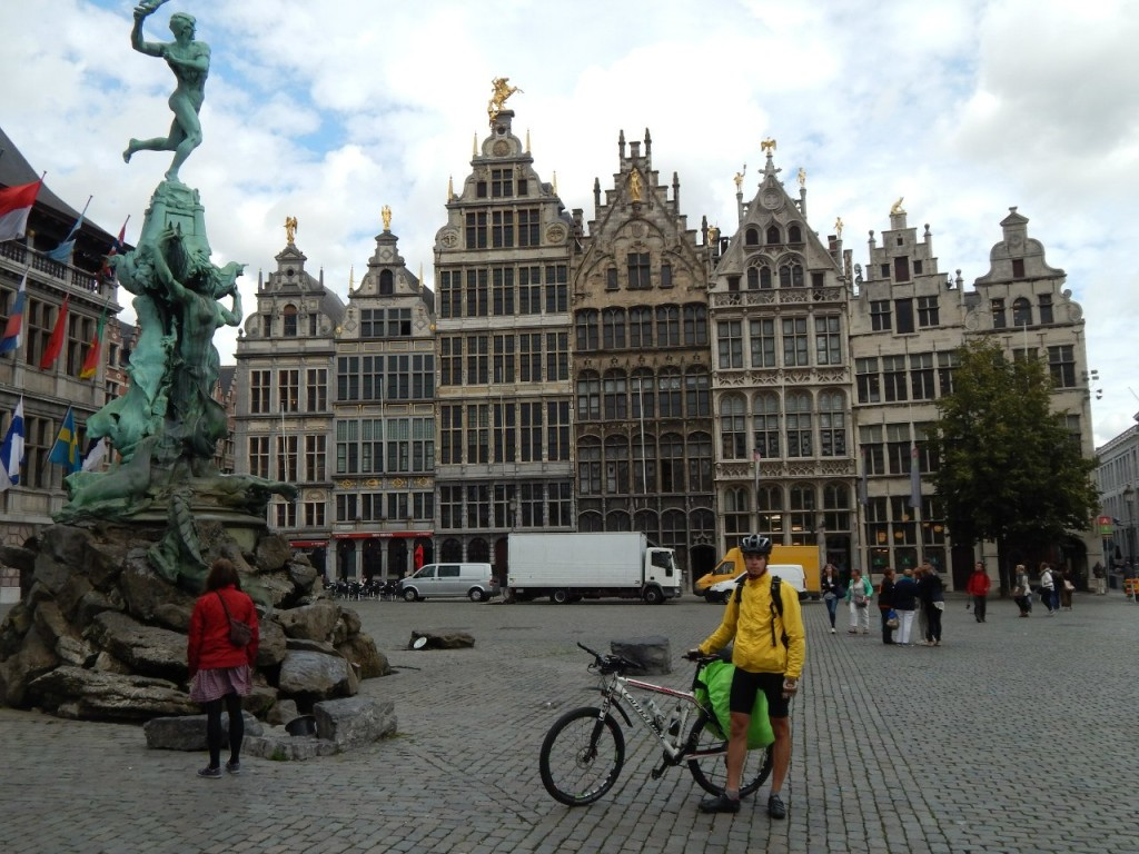 Евротур, август 2014года. Фонтан Брабо в г.Антверпене, Бельгия