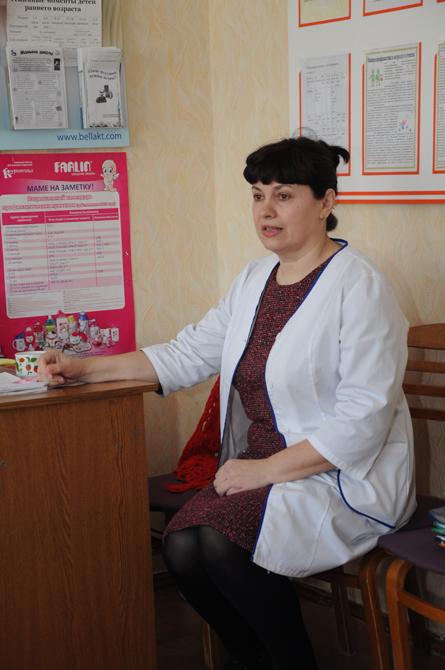 Жанна Булаева – опытный педиатр, психолог – не первый год консультирует новополочан по вопросам семейных отношений в школе успешного супружества, созданной на базе детской поликлиники Новополоцка. Фото Ольги Банщиковой