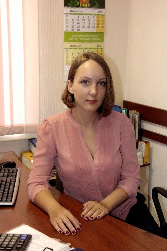Екатерина Понятаева в офисе