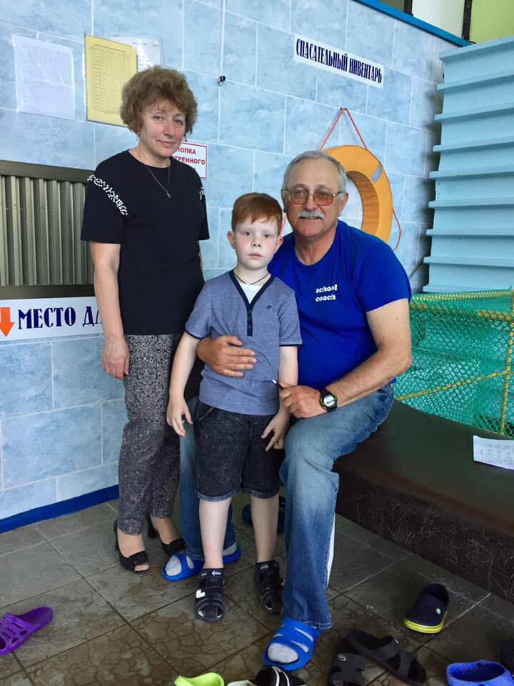Рядом с тренером Аркадием Геновым жена Александра Боярина Нелли Ефимовна и ее внук Герман
