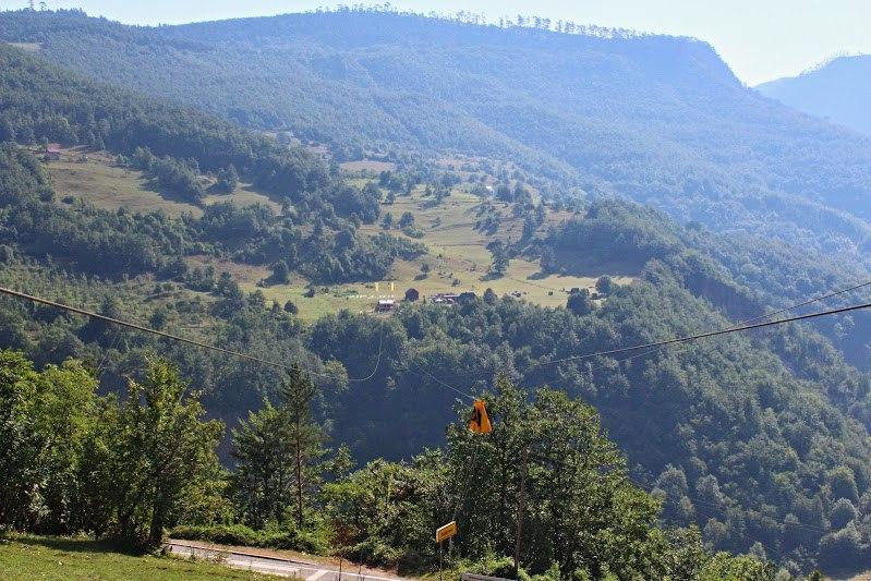 Самый высокий зиплайн в Европе находится в Черногории