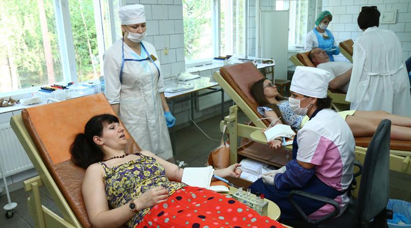 Платно или безвозмездно? Кто в Новополоцке дарит свою кровь