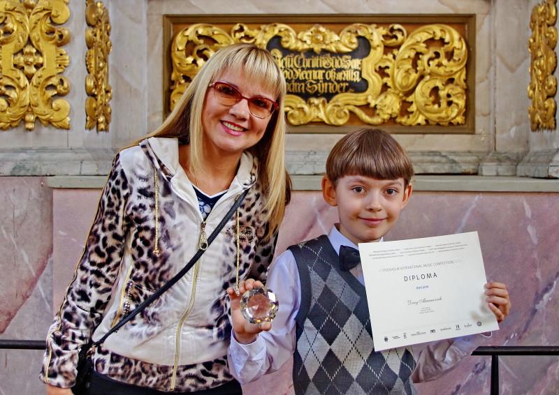 О.Е.Лабейко с Дарием после награждения (Стокгольм)