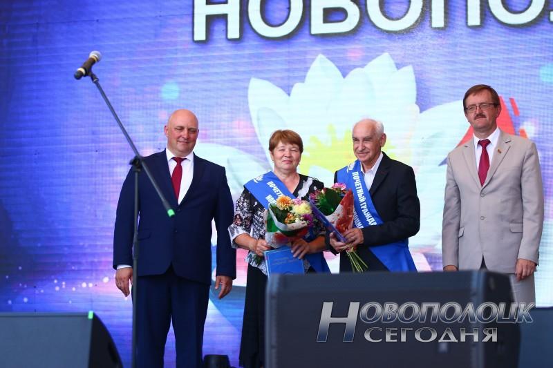 1. В центре Любовь Ганущенко и Макс Шлеймович
