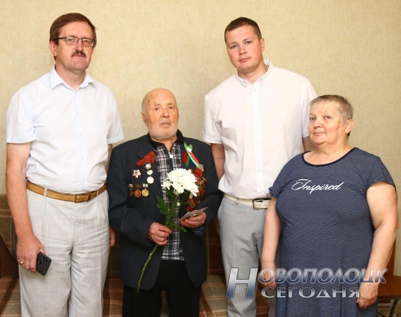 Поздравительная делегация в гостях у А.А.Воронько и его дочери Ольги