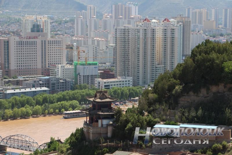 Ланьчжоу небоскребы и пагода