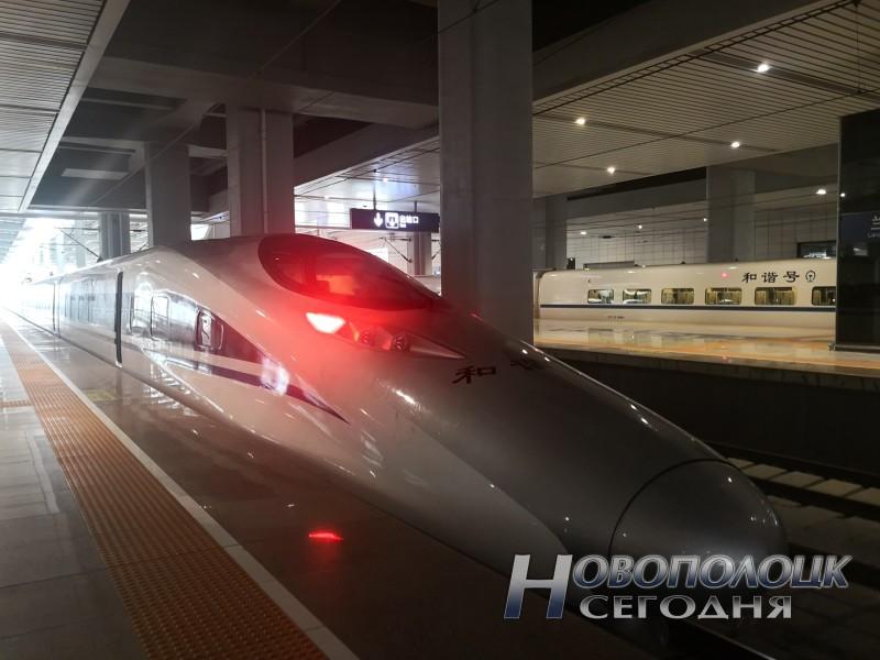 Расстояние от г.Ланьчжоу до г.Тяньшуй 240 км скоростной поезд преодолевает менее чем за час