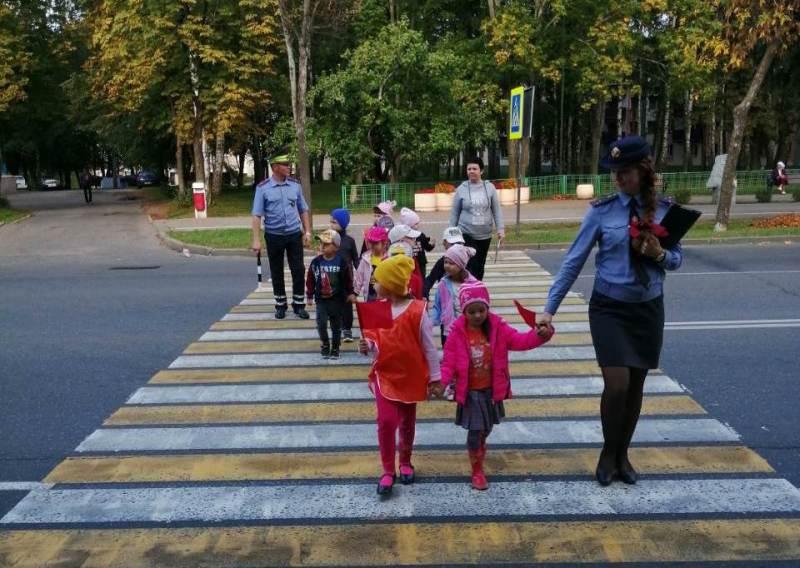 В рамках специального комплексного мероприятия «Внимание - дети!» сотрудники ГАИ проводят практическое занятие с воспитанниками детского сада №6.