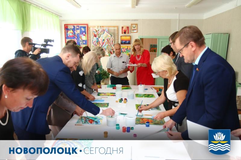 Во время выездного заседания президиума Новополоцкого горсовета  народным избранникам было предложено поупражняться в живописи
