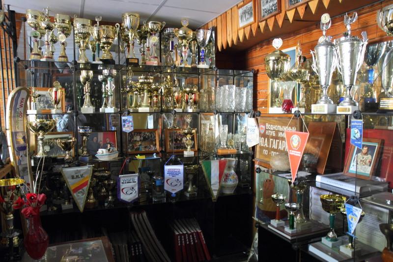 В общей сложности воспитанники школы Геновых завоевали на топовых турнирах 1065 медалей, из них 525 – золотых, 314 серебряных и 226 бронзовых наград.